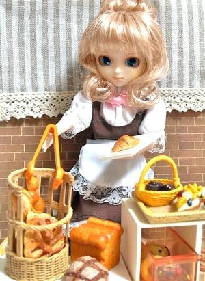 ミニチュアのパンとお菓子の店
