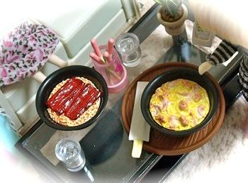 ガチャ景品の男のどんぶりうな丼と親子丼