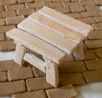 木粉ねんどで作ったミニテーブル
