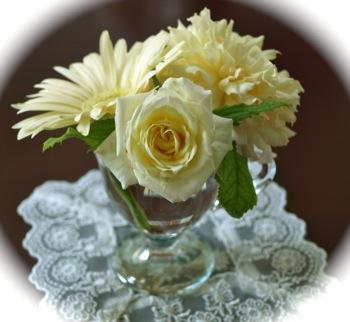 イエロー系のバラとガーベラ
