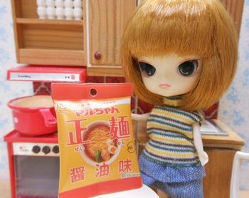 マルちゃんシリーズコレクション|マルちゃん正麺 醤油味とリトルダル+