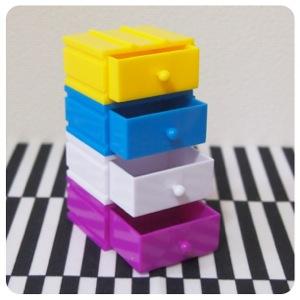 100円ガチャ景品ミニチュアのデザインカラーボックス