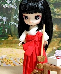 リトルダル+Pukiプキ巫女装束