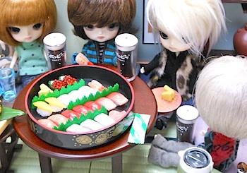 リーメント極上寿司とホッピーマスコット