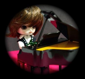 リトルダル+とねんどろ教室のピアノ
