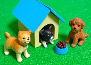 ミニチュアのニンテンドッグスと犬小屋